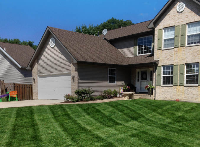 Lawn mowing in Shorewood, IL
